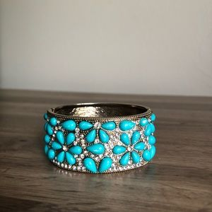 Jewelry - Antique gold and turquoise bangle